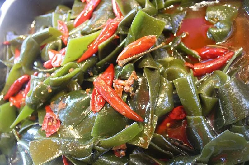 海带结是极具湖南地区风味的一道卤菜, 嚼之有劲,品之有味,具有